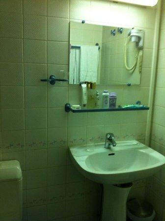Hotel Residence La Concorde: the bathroom
