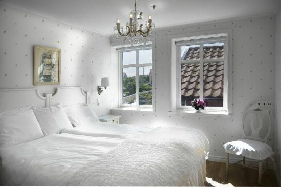 "Lotshotellet: Guest room ""Signe"""