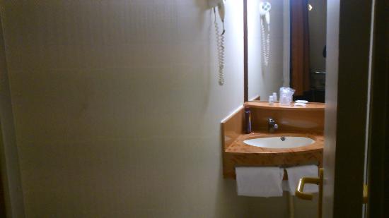 Hôtel balladins Arras : salle de bain