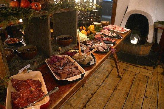Buustamons Fjallgard: Christmas dinner