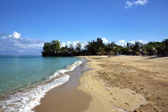 Jamaica Inn: Pristine beach