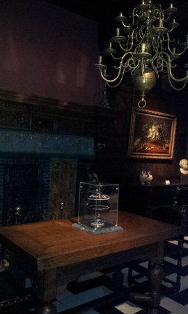 Rubens House (Rubenshuis): Inside Rubens' House (illegal picture of his dining room)