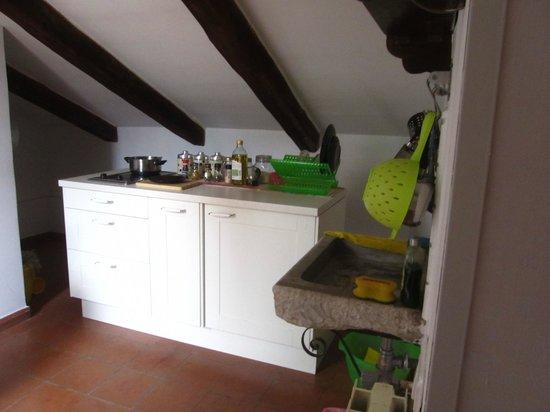 The Vault Suite: kitchen