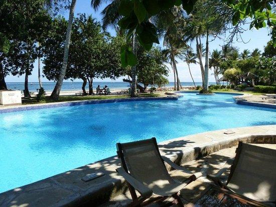 Ocean Village Club: Pool and beach
