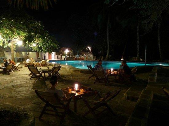 Ocean Village Club: Pool at night