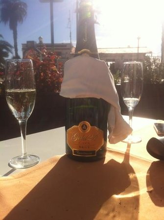 Hotel Platjador: post-breakfast cava..!