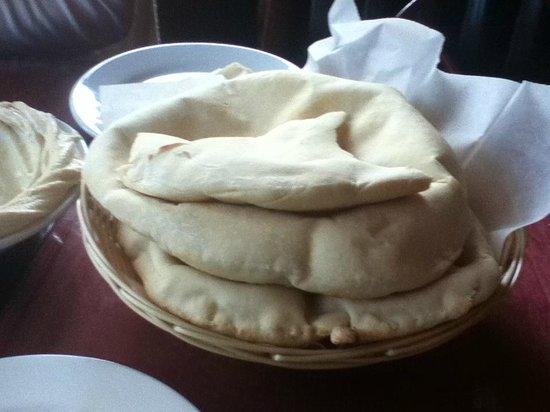 TarBoush Lebanese Bistro & Bar: Fresh bread