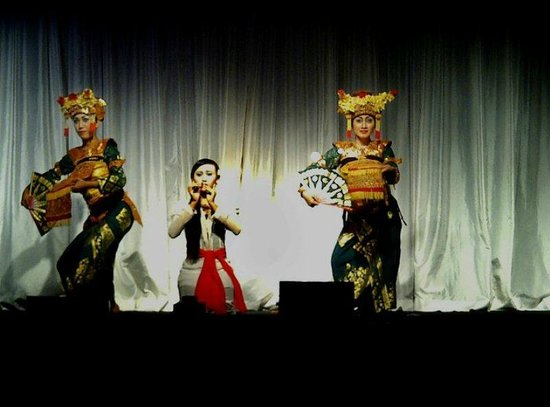 Kuta Theater: So theatrical.... and traditional :) CMIIW