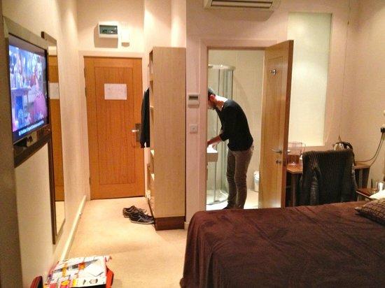 Avni Kensington Hotel: Entrata Stanza