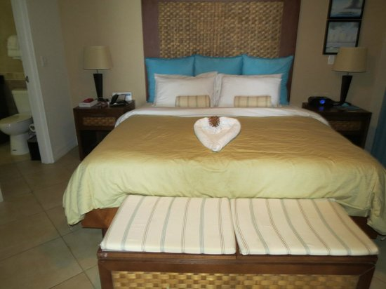Divi Aruba Phoenix Beach Resort: Bedroom New Tower
