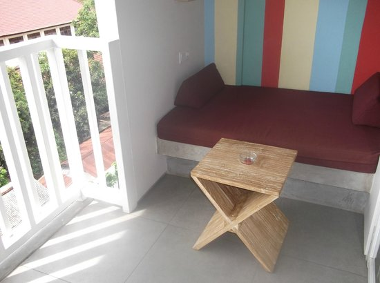 Bliss Surfer Hotel: daybed on balcony