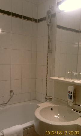 Star Inn Hotel München Nord: Bathroom