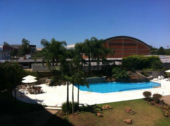 Hotel Deville Prime Porto Alegre: Piscina