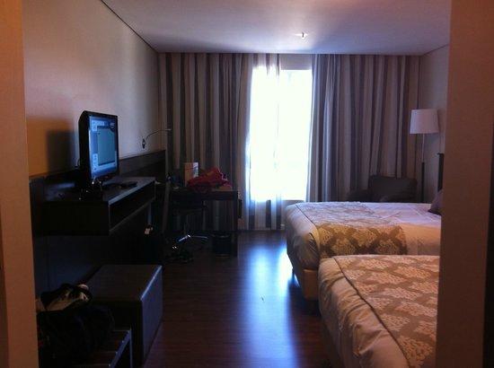 Hotel Deville Prime Porto Alegre: Suíte