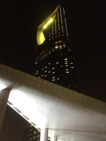 Four Seasons Hotel Riyadh at Kingdom Centre: the Four Seasons at night