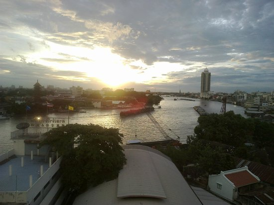 River View Guest House: Looking up the river at sunset from River Vibe, on the roof of River View