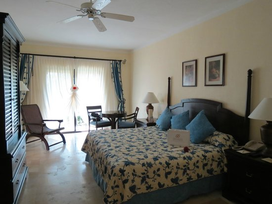 Royal Level at Occidental Cozumel: Sleeping Area - Junior Suite - Royal Club