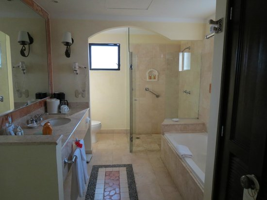 Royal Level at Occidental Cozumel: Washroom Area - Junior Suite - Royal Club