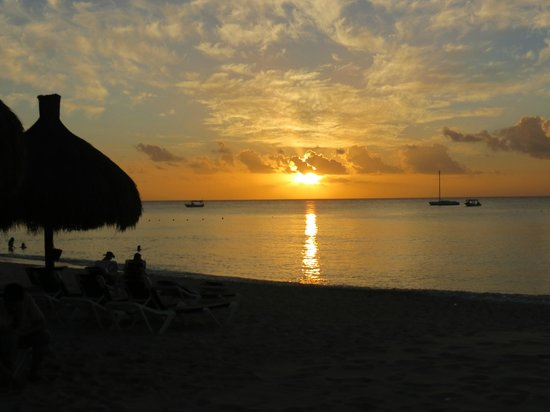 Royal Club at Occidental Grand Cozumel: Sunset on the Beach