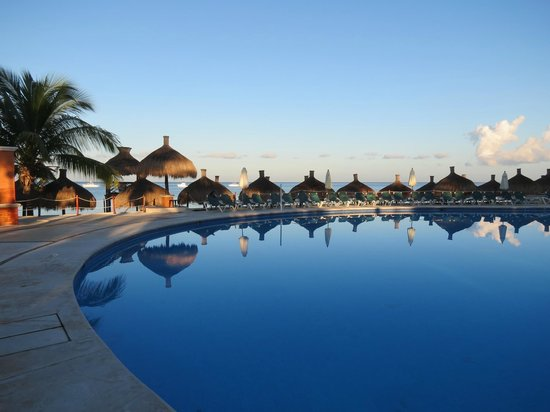 Royal Level at Occidental Cozumel: Morning at the Activity Pool
