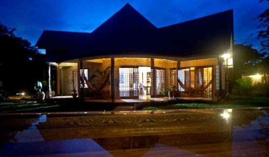 Kitu Kidogo Cottages: Night View