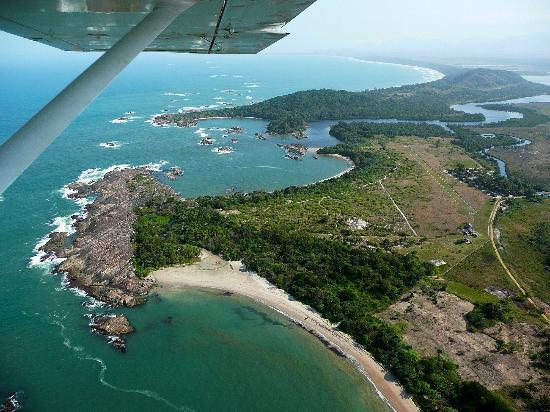 Manafiafy Beach & Rainforest Lodge : Vue aérienne du site.