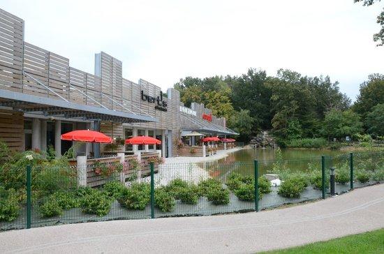 Ibis Bourg Jasseron/Teyssonge : Frontage, Ibis, Bourg-en-Bresson