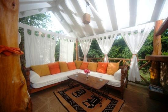 Kitu Kidogo Cottages: Lounge