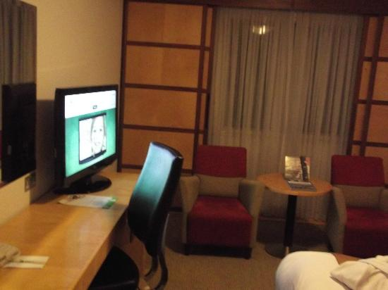 Holiday Inn Oxford: TV Area