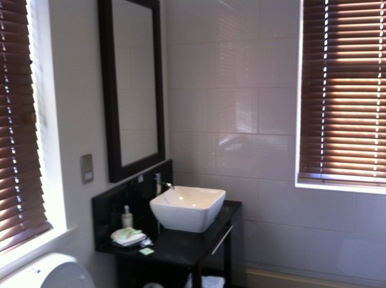 Best Western Forest & Vale Hotel: Bathroom