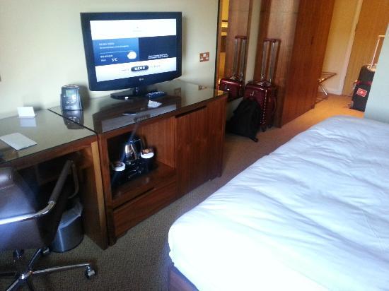 Hilton Bracknell: room