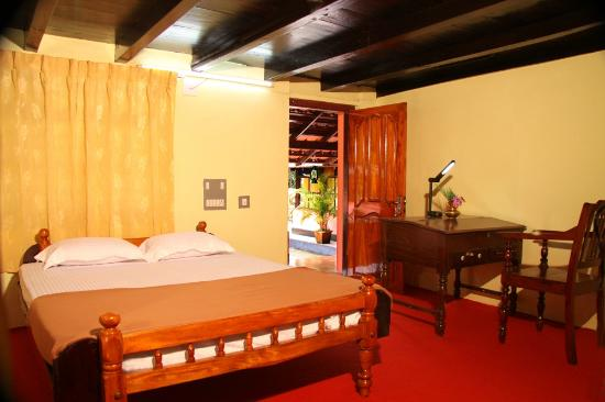 Kudajadri Drizzle Homestay: Family Room with Olden Amenities