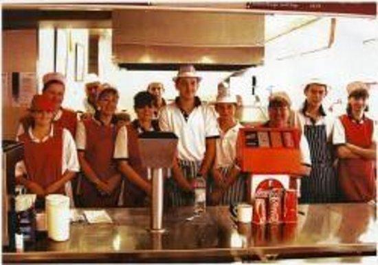 Pinnacles Restaurant: Friendly staff at Pinnacles Fish Restaurant in Seahouses.