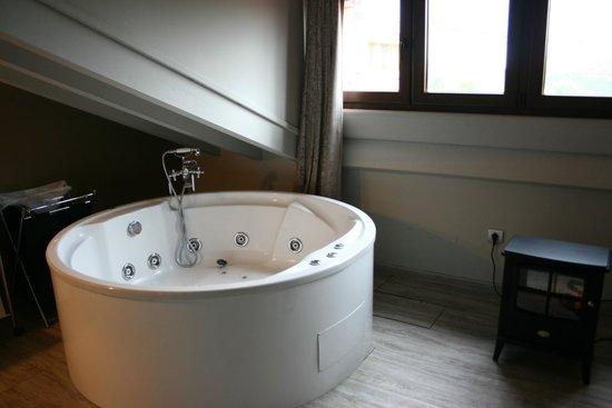 La Posada de Langre: Habitación con jacuzzi