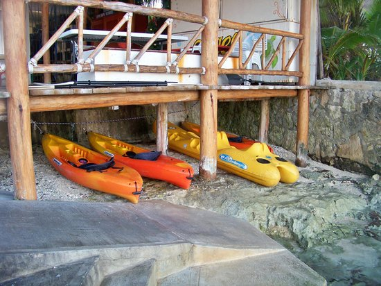 Blue Angel Resort: kayaks for use