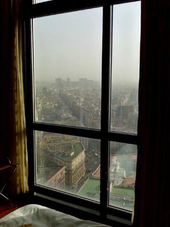 NH Napoli Ambassador: vista vetrata da stanza