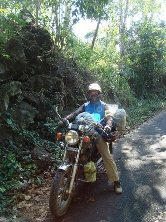 Dalat Easy Rider Club : Gids Hoan op de motor in de jungle