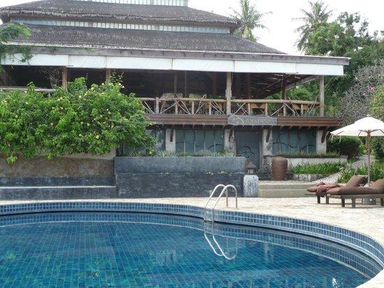 Coral Bay Resort: Pool mit Spa und Frühstücksterasse