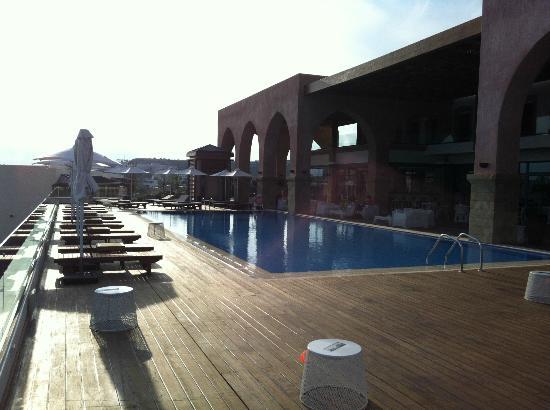 Boutique 5 Hotel & Spa: Pool & Bar