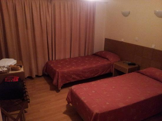 Hotel Aristoteles: twin bed room