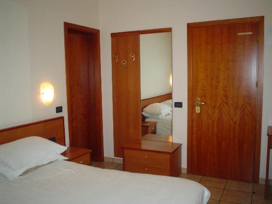 Ingresso Porta Abiti.Ingresso Con Porta Abiti Picture Of Hotel Moderno Spa Fuipiano