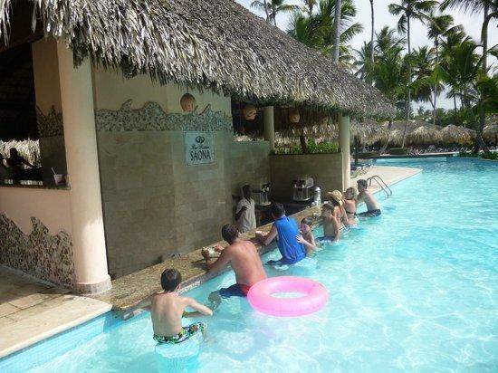 Grand Palladium Punta Cana Resort & Spa: Pool Bar