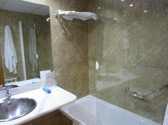 Hotel Silken Villa de Avilés: The bathroom