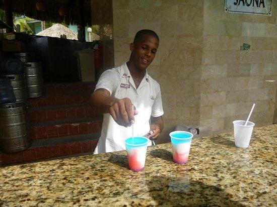 Grand Palladium Punta Cana Resort & Spa: Pool Bar - Sammy Sosas