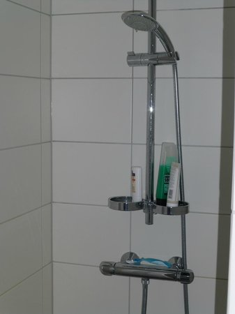 Hotel Klettur: shower