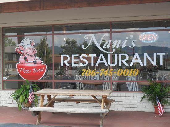 Nani's Restaurant: Entrance