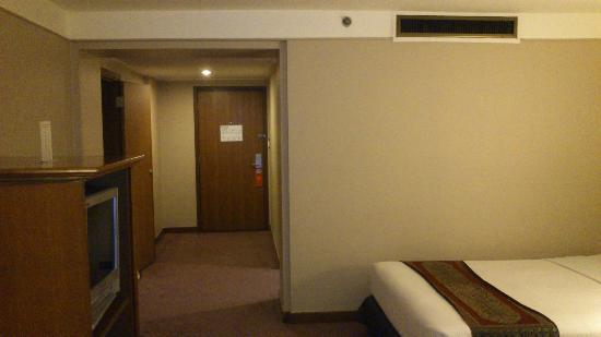 The Twin Towers Hotel: Room entrance