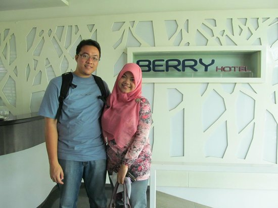 Berry Hotel: me and my husband at lobby.. teehee :D