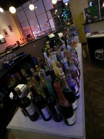 Goldfish Restaurant and Bar: A customer's view...still sober.