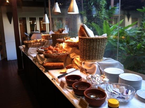 Burasari Resort: breakfast line